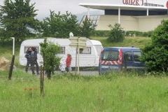 evacue-du-parking-du-restaurant-scolaire-de-cervonnex-le-cortege-comprenant-une-quarantaine-de-caravanes-s-est-installee-dans-le-secteur-de.jpg